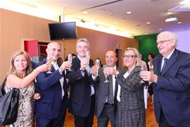 Toast to renewal of the partnership with Ryanair