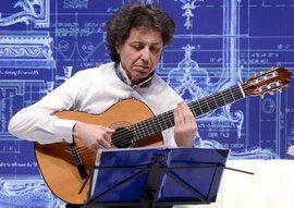 Roberto Porroni alla chitarra