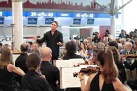 Il maestro Mariotti dirige l'Orchestra del Teatro Comunale