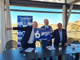 Da sinistra a destra Eddie Wilson, Ryanair CEO, Nazareno Ventola, CEO Bologna Airport, e Antonello Bonolis, Business Aviation and Communication Director Bologna Airport